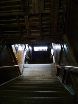 明賀屋本館4階段.JPG